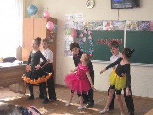 в 4-Б классе прошел праздник, посвященный Международному женскому дню 8 марта
