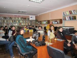 Сумісний захід до Дня збройних сил України за участю учнів 8-А класу у районній дитячій бібліотеці.