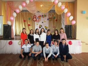 жінок та дівчаток зі святом 8 березня.